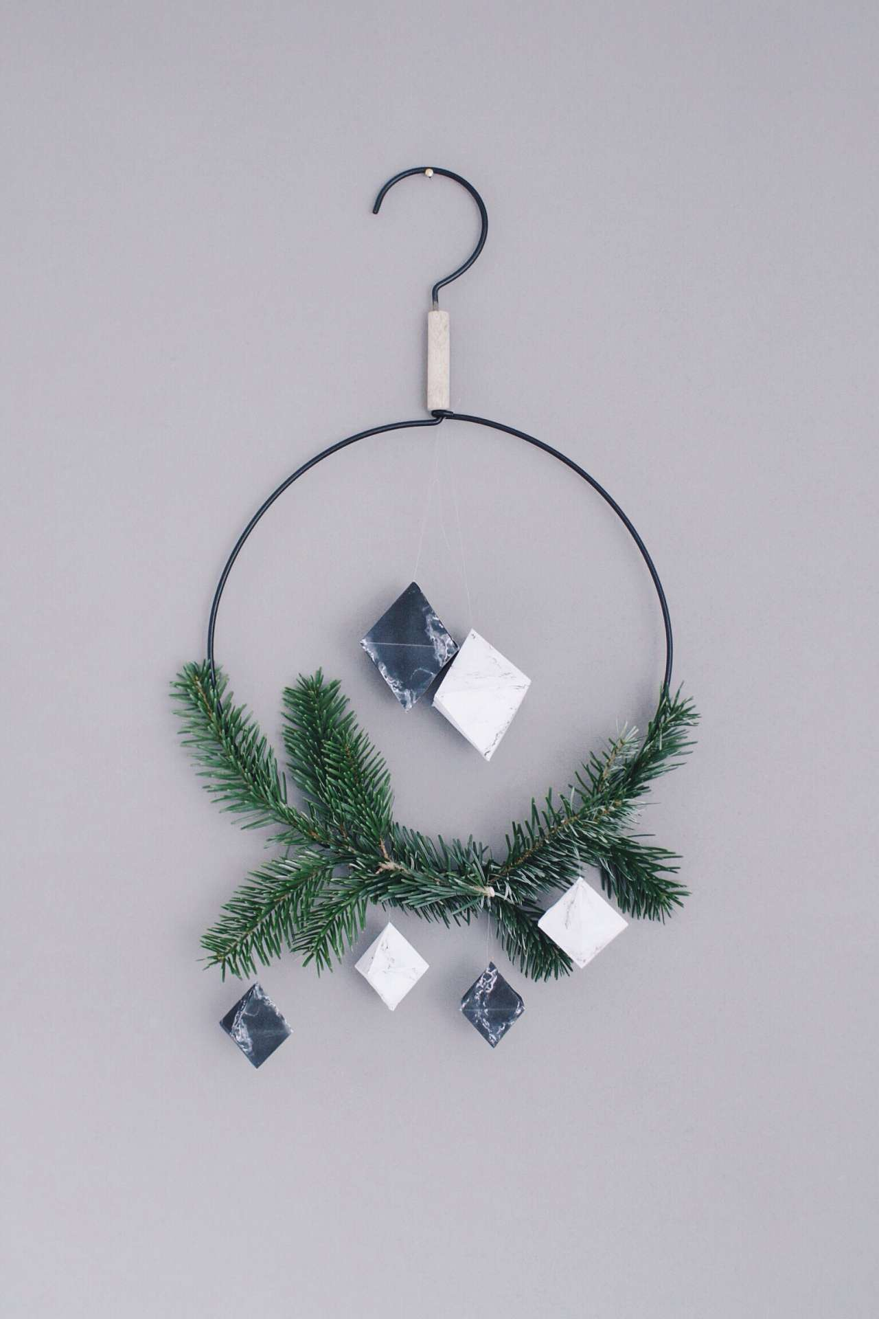 DIY marble diamond Christmas ornaments of paper