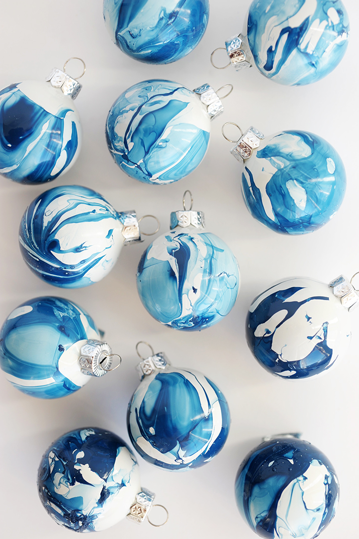 DIY indigo marble Christmas ornaments (via www.aliceandlois.com)