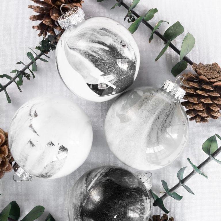 DIY monochromatic faux marble Christmas ornaments (via www.bybrittanygoldwyn.com)
