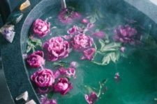 02 a bathtub filled with fuchsia blooms and with geodes placed on the edge of each bathtub