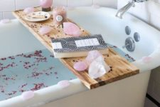 08 some pink petals in the bathtub, pikn geodes on the caddy and pink candles for a cute Valentine's Day look