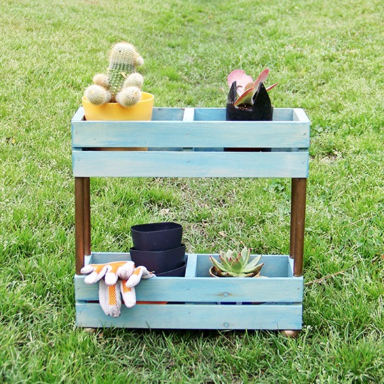 DIY tiered garden shelf of crates (via thecwaftyblog.blogspot.com)