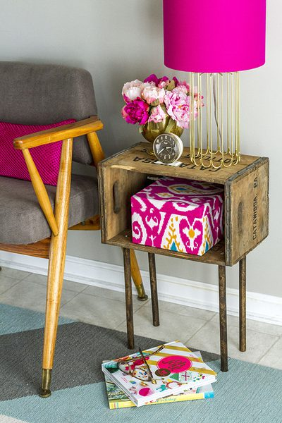 DIY rustic wooden crate side table (via www.dreamgreendiy.com)