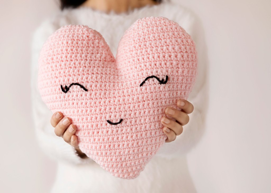 DIY pink crochet pillow for Valentine's Day
