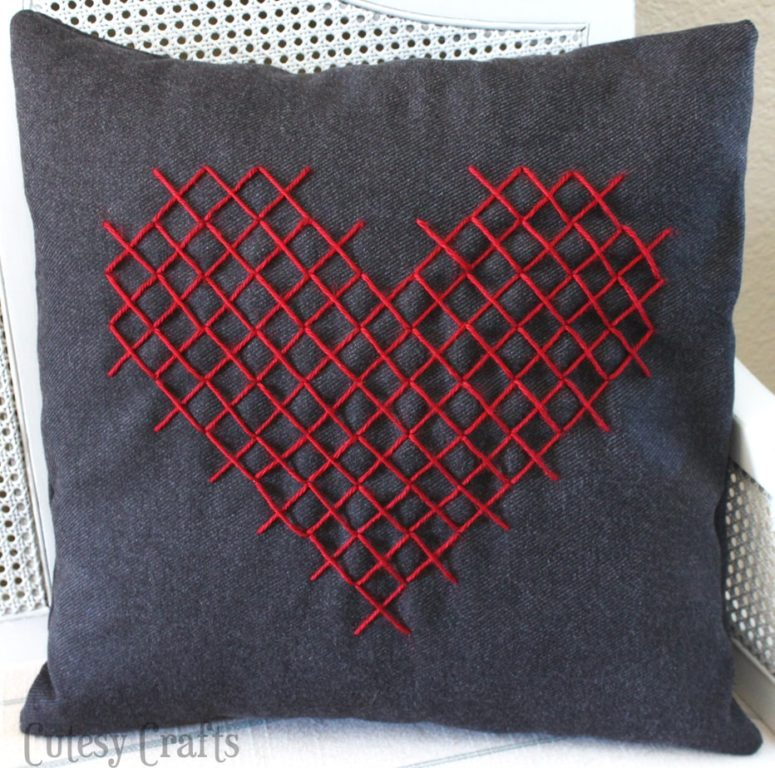 DIY cross stitch heart pillow for Valentine's Day (via cutesycrafts.com)