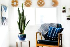 DIY painted rattan plate holders or decorative plates