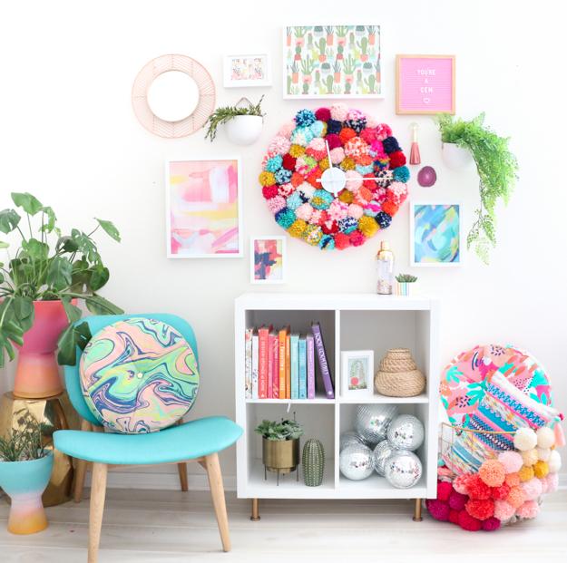 DIY very colorful pompom wall clock (via akailochiclife.com)