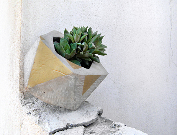 DIY faceted cement planters (via crafts.tutsplus.com)