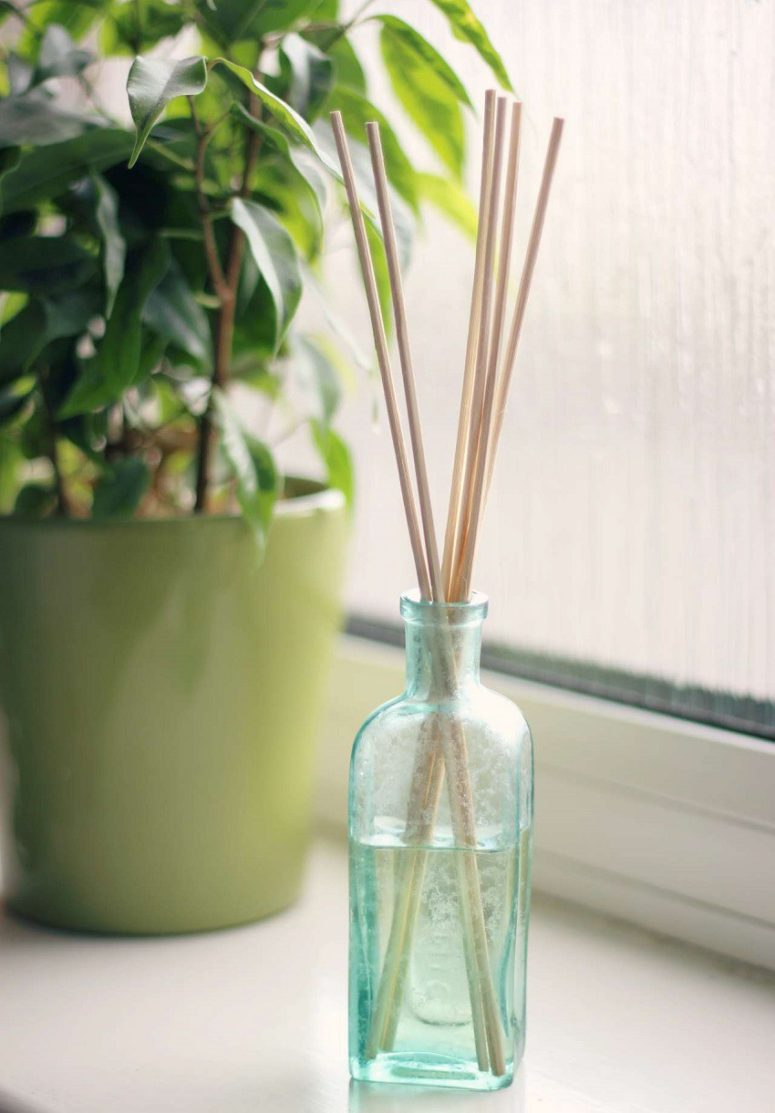 DIY oil reed diffuser with a sweet almond aroma (via moralfibres.co.uk)