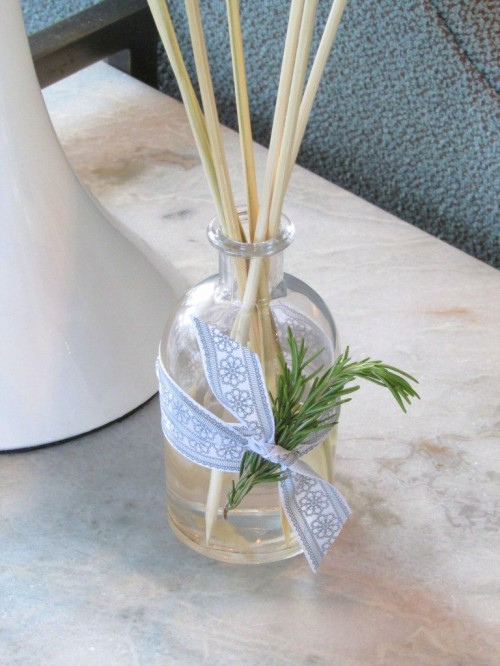 DIY oil reed diffuser with a fresh rosemary scent (via www.shelterness.com)
