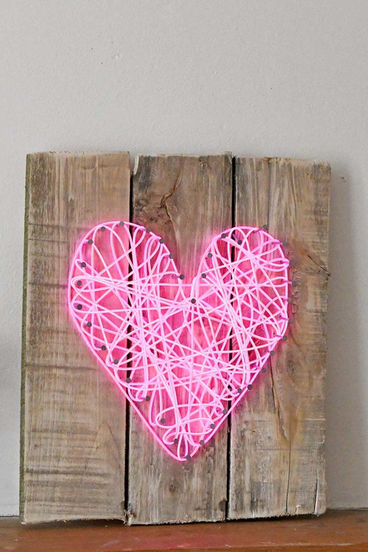 DIY bright pink neon heart sign  (via www.pillarboxblue.com)