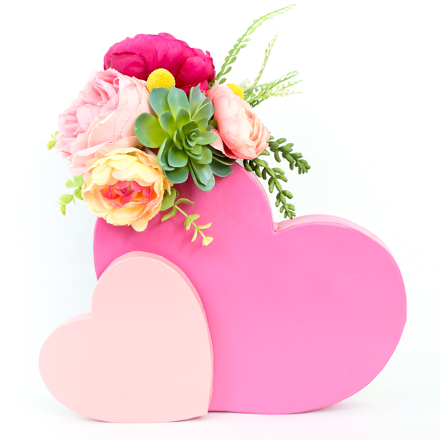 DIY pink double heart flower vase for Valentine's Day (via akailochiclife.com)