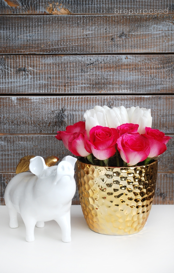 DIY simple floral Valentine's Day centerpiece (via brepurposed.porch.com)