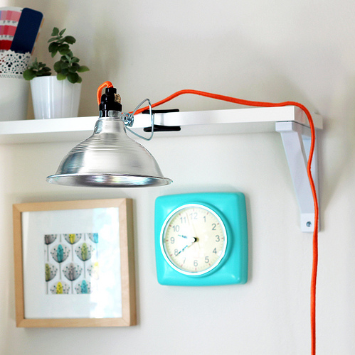 DIY neon yarn wrapped lamp cord (via www.vitaminihandmade.com)