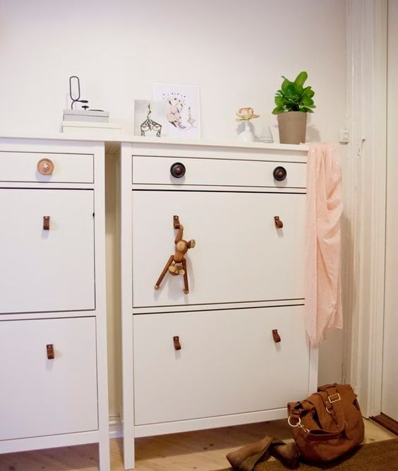 sometimes all you need to do is to hack your IKEA Hemnes cabinet with pulls or knobs to give it a fresh look