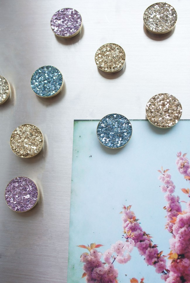 DIY colorful and shiny druzy magnets for lockers (via sisoo.com)