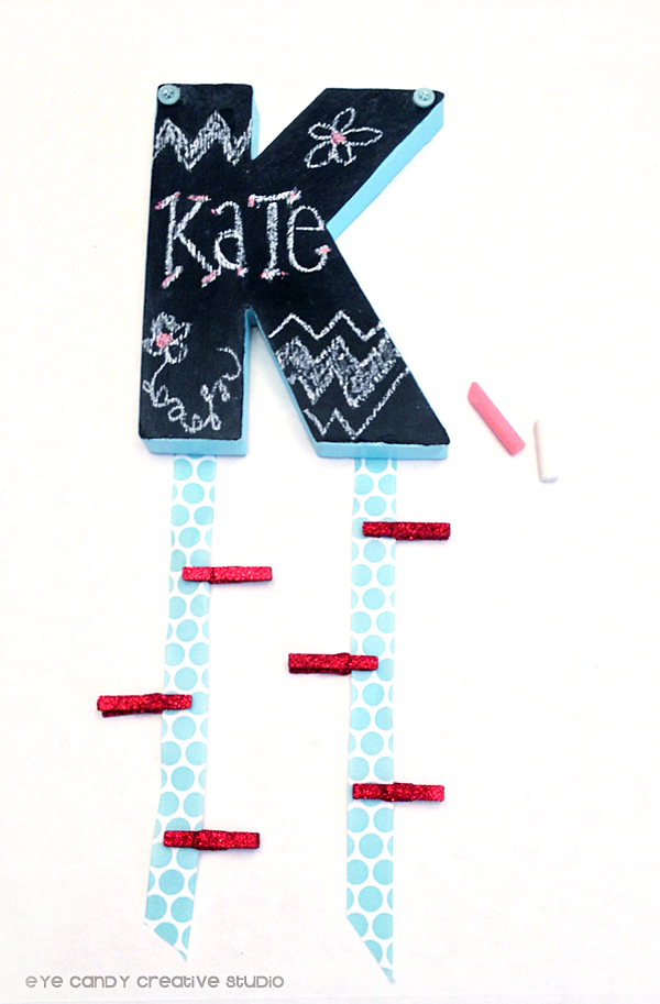 DIY chalkboard monogram with ribbons for locker decor (via www.eyecandycreativestudio.com)