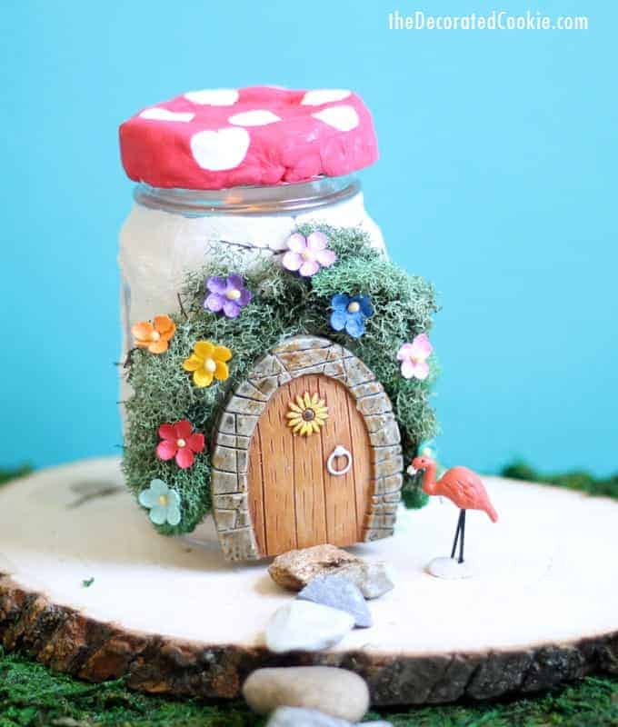 DIY mason jar fairy house with little flowers (via thedecoratedcookie.com)