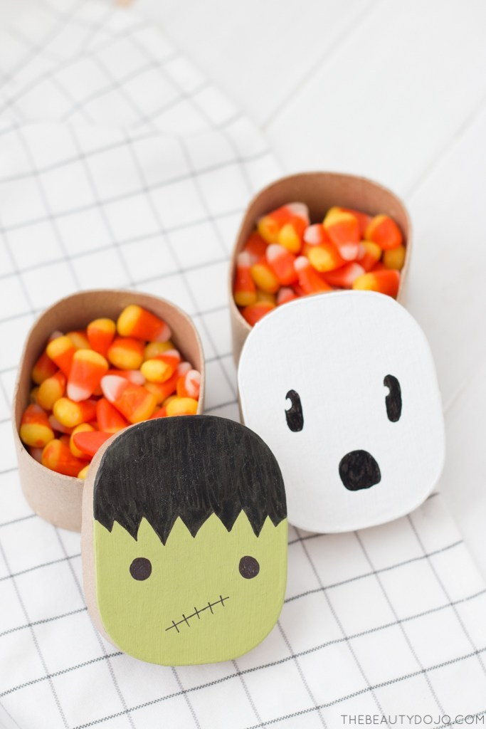 DIY Halloween paper mache gift boxes for kids' parties (via www.thebeautydojo.com)