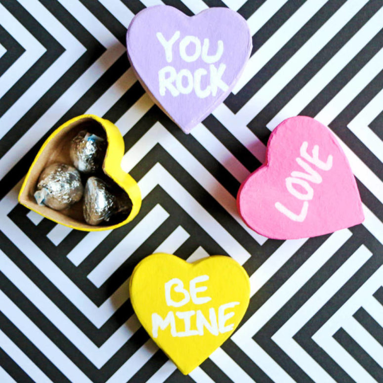DIY Valentine's Day conversation heart gift boxes (via blitsy.com)