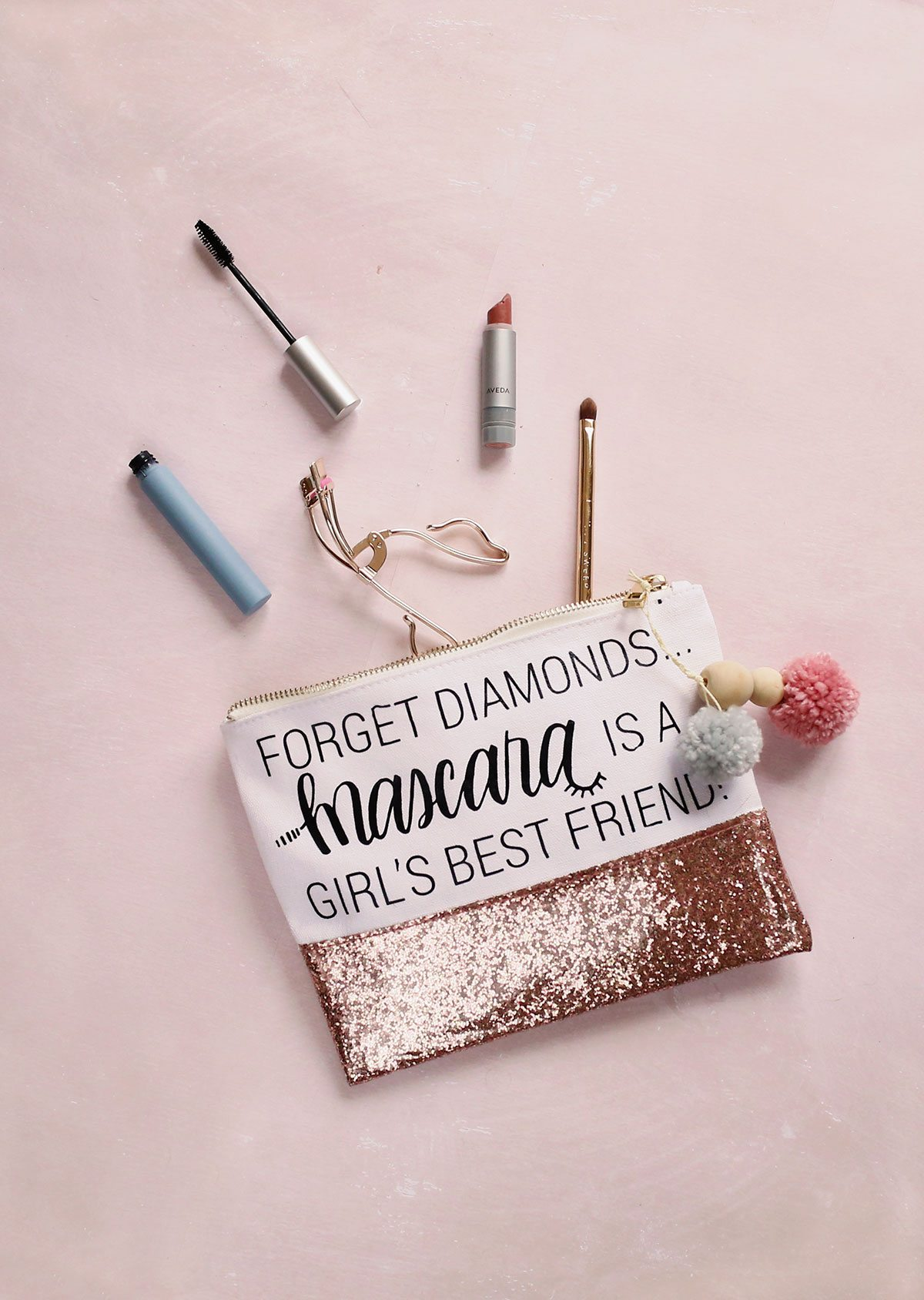 DIY fun makeup bag with a touch of glitter