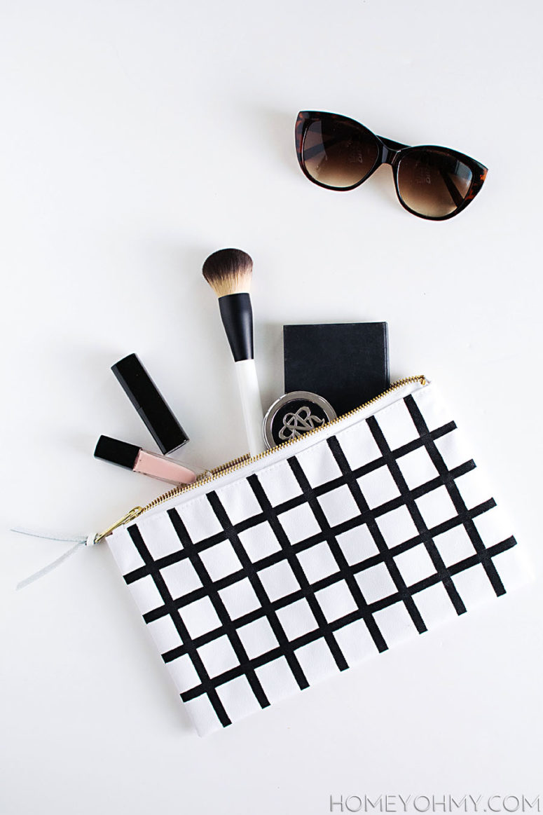 DIY windowpane makeup pouch with a handpainted pattern (via www.homeyohmy.com)