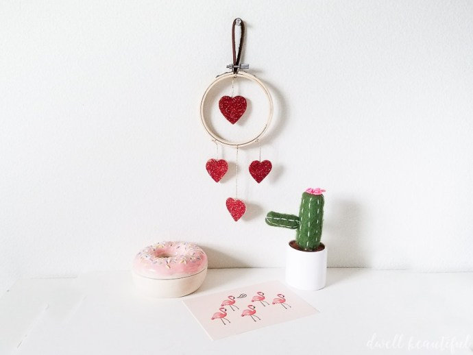 DIY simple and charming Valentine's Day heart mini wreath (via www.dwellbeautiful.com)