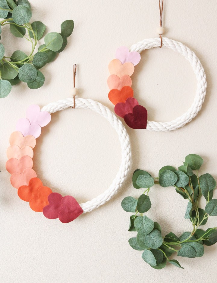 DIY ombre heart Valentine's Day wreath (via blissmakes.com)