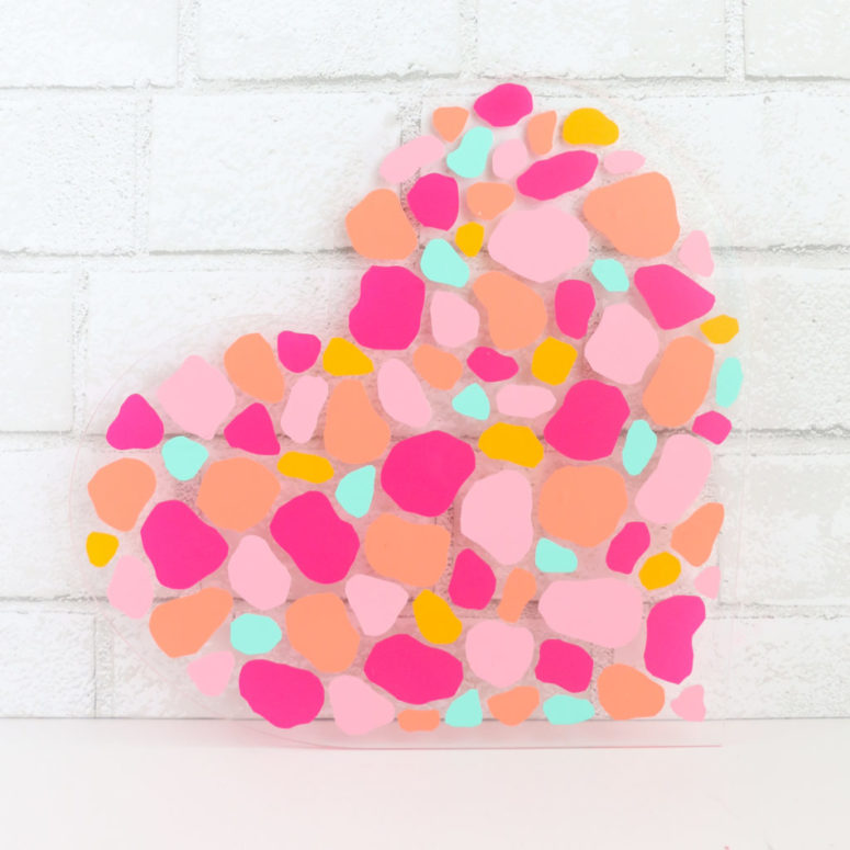 DIY terrazzo acrylic heart decoration for Valentine's Day (via akailochiclife.com)