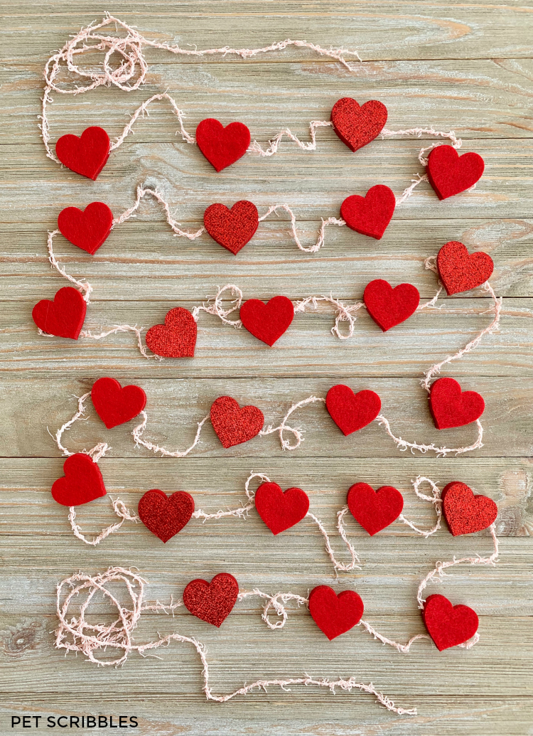 DIY easy no sew felt heart garland for Valentine's Day (via www.petscribbles.com)