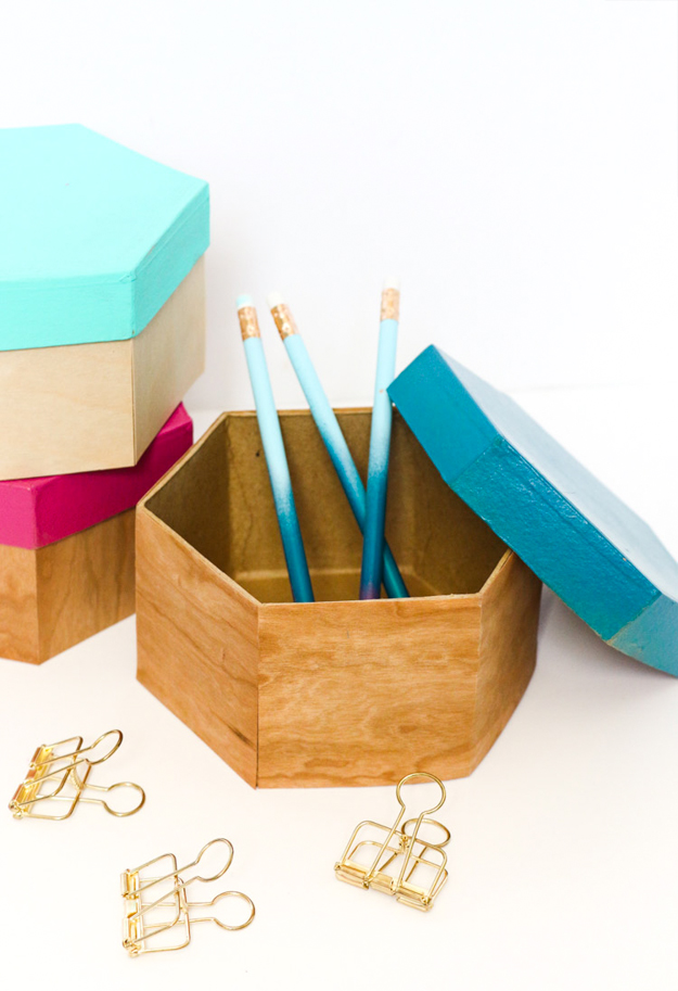 DIY fake wood paper mache boxes  (via akailochiclife.com)