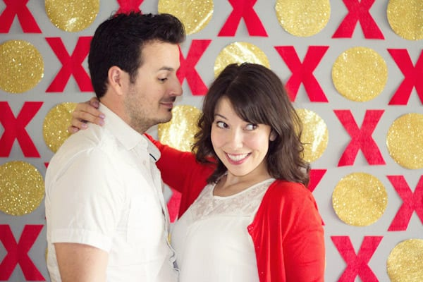 DIY XO red and gold party photo backdrop (via lovelyindeed.com)
