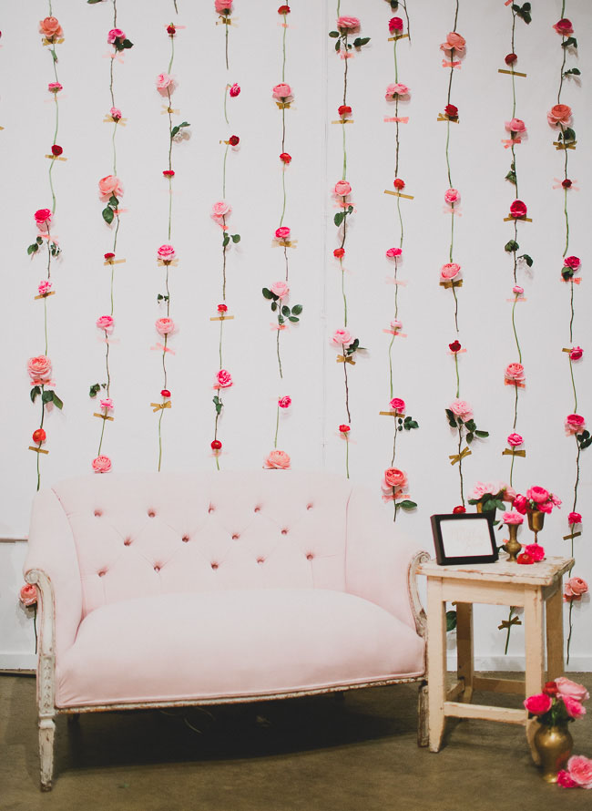 DIY fresh flower wall as a photo backdrop for parties (via greenweddingshoes.com)