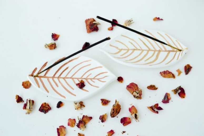 DIY cute leaf incense holder (via enthrallinggumption.com)