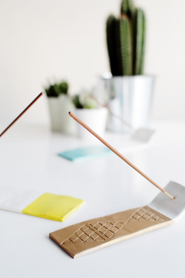 DIY geometric air dry clay incense holder (via fallfordiy.com)