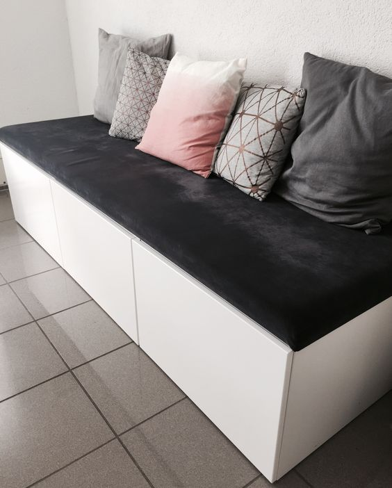a comfortable bench of IKEA Metod cabinets and a soft grey cushion on top is an functional sitting unit