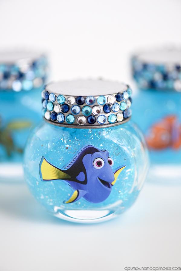 DIY finding Dory ocean slime in jars (via apumpkinandaprincess.com)