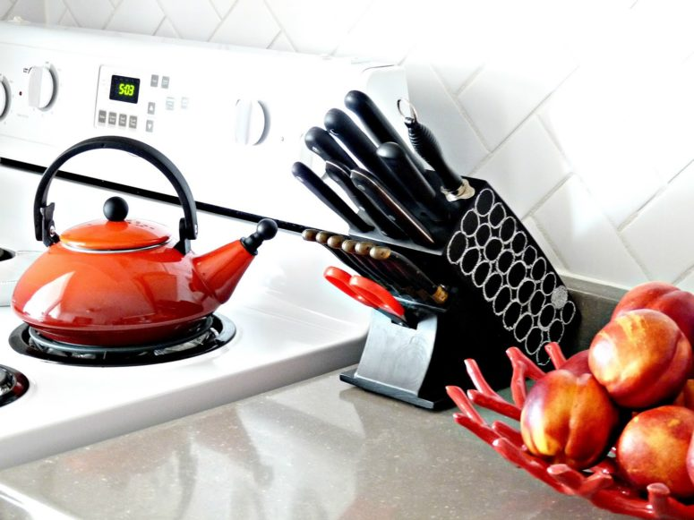 DIY chalkboard knife block for a modern kitchen (via undefined)