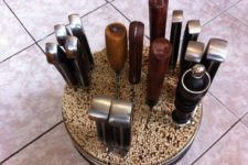 DIY universal tin can and wooden skewers knife block