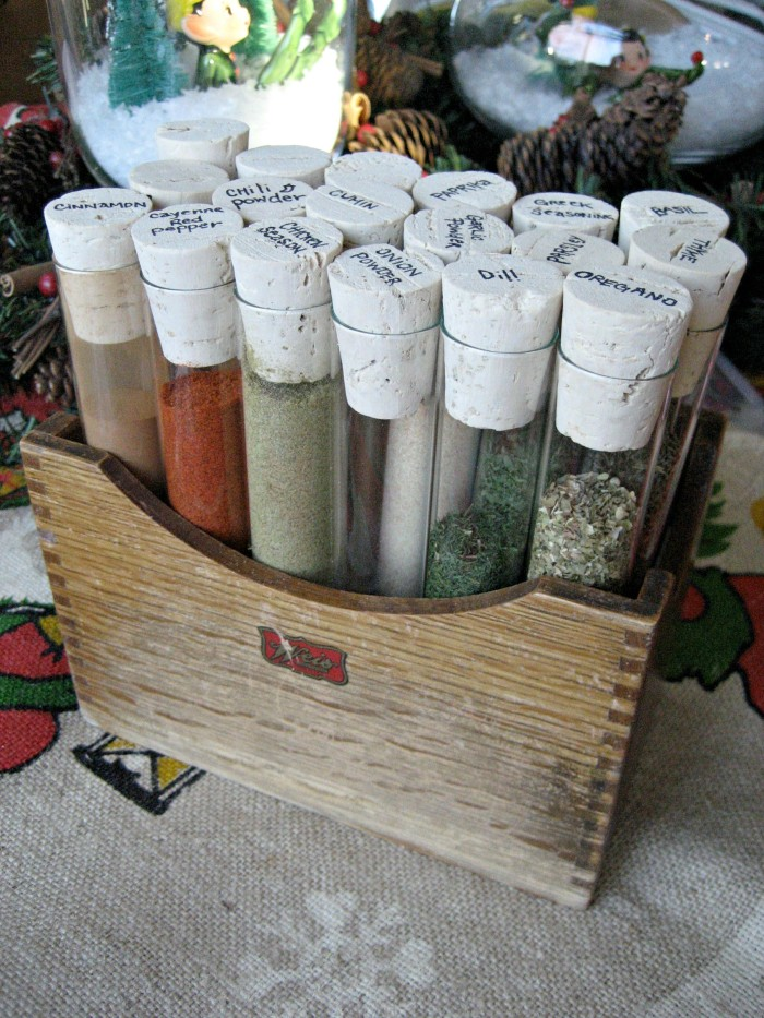 DIY pallet wood box with test tubes with spices and herbs (via dreambookdesign.com)