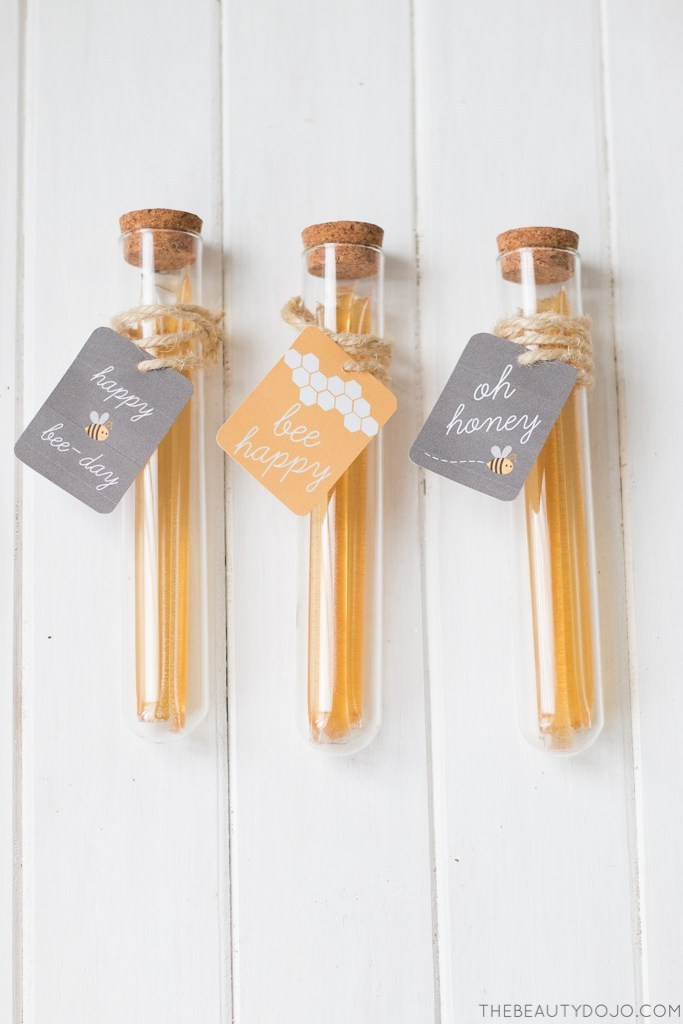 DIY honey test tube party favors (via www.thebeautydojo.com)