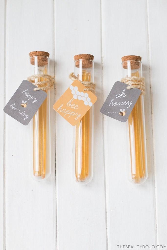 DIY honey test tube party favors (via www.thebeautydojo.com)
