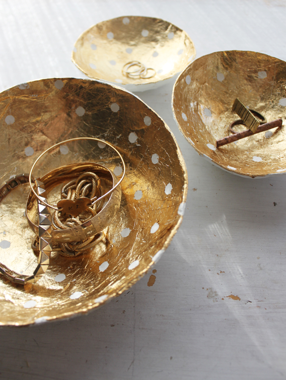 DIY paper mache gold leaf bowls for small stuff (via undefined)