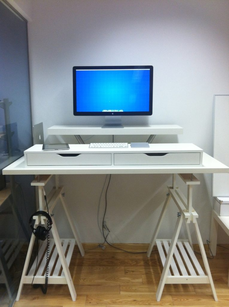DIY standing desk with an IKEA Alex Ekby unit (via www.homedit.com)