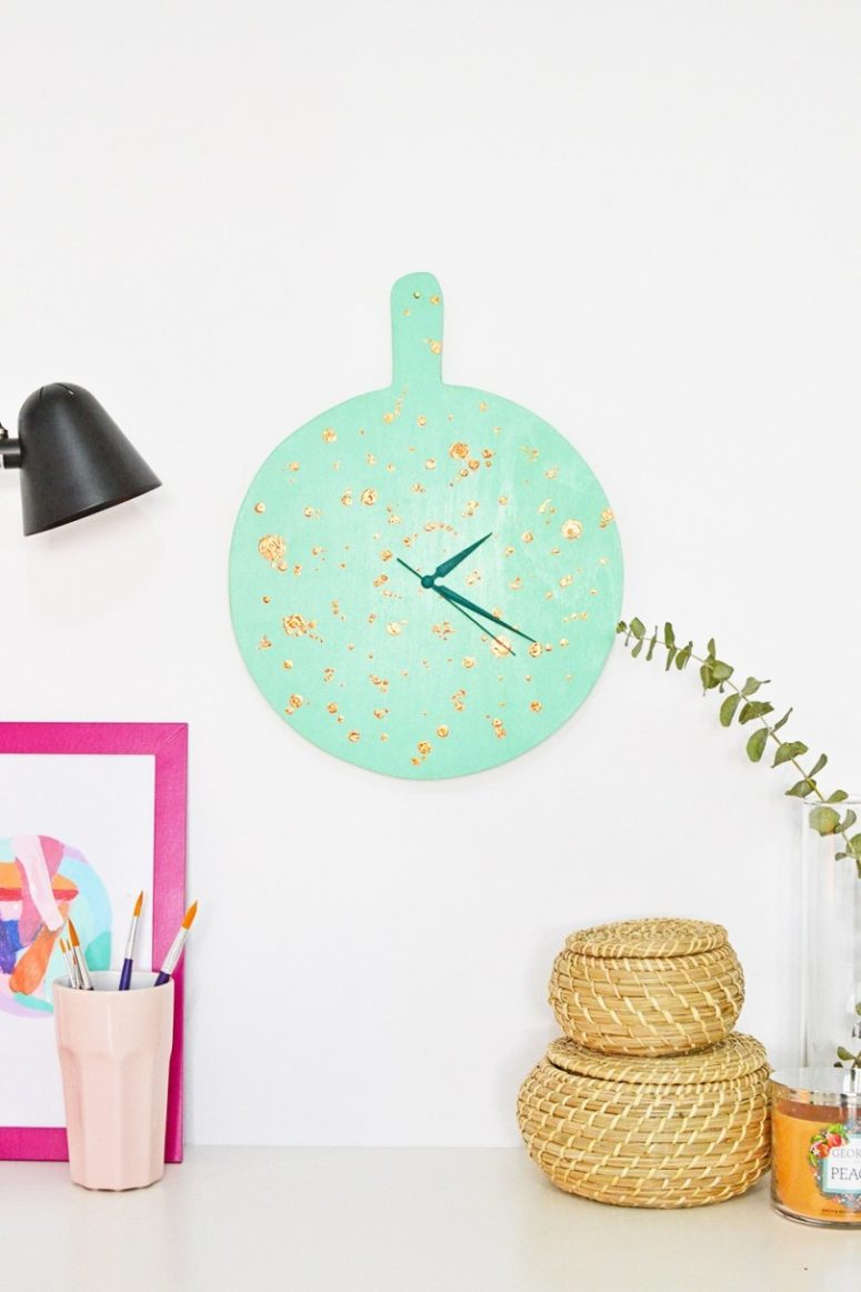 DIY mint and gold speckled clock of a chopping board (via enthrallinggumption.com)