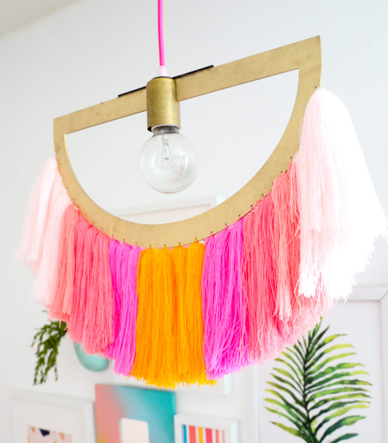 DIY super colorful semi circcular yarn fringe pendant lamp (via undefined)