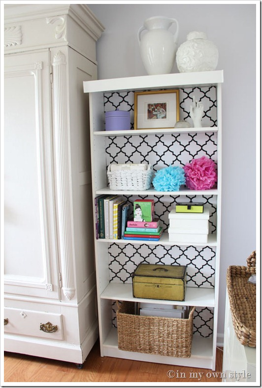 DIY IKEA Billy bookcase makeover with monochrome wallpaper (via inmyownstyle.com)