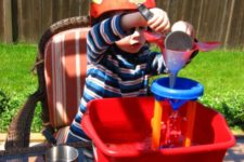 DIY simple water table for kids using some plastic stuff
