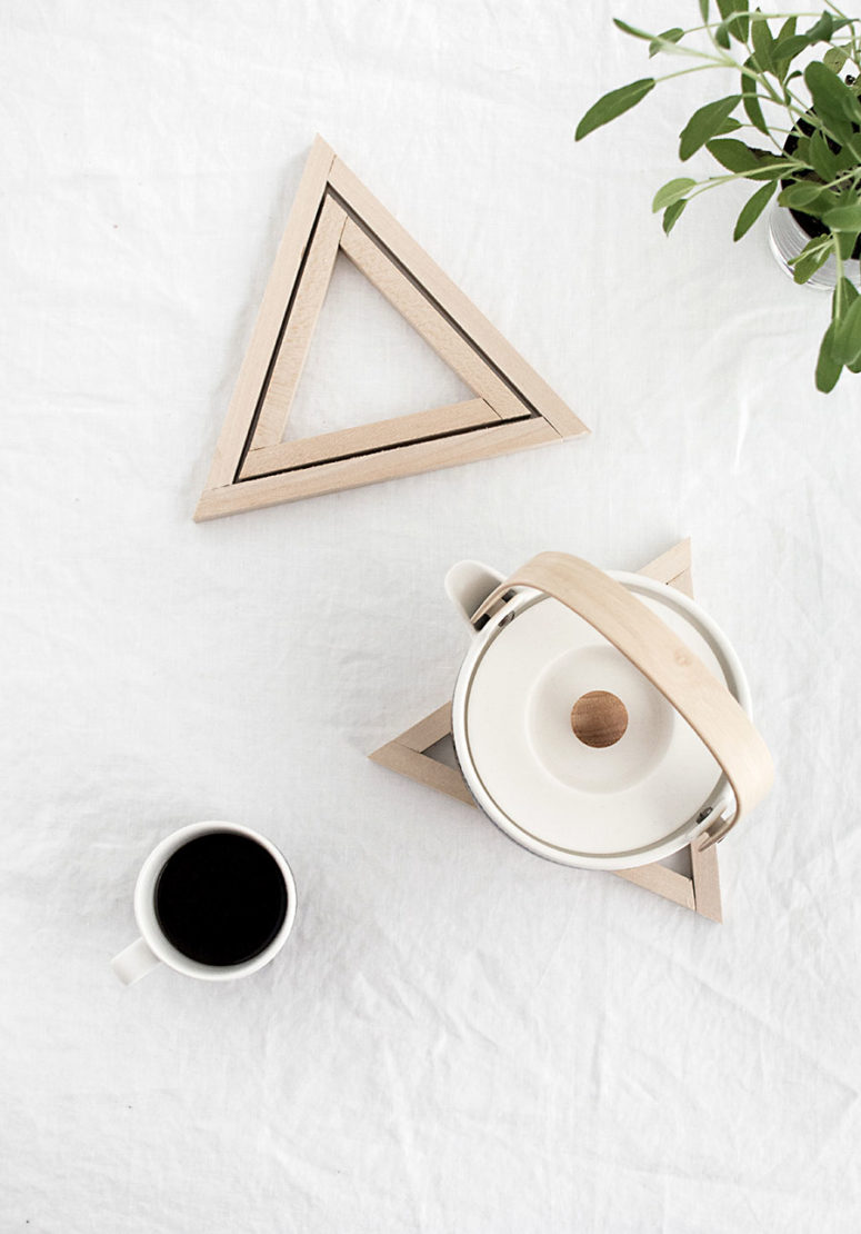 DIY unifnished wood triangle trivets (via www.homeyohmy.com)
