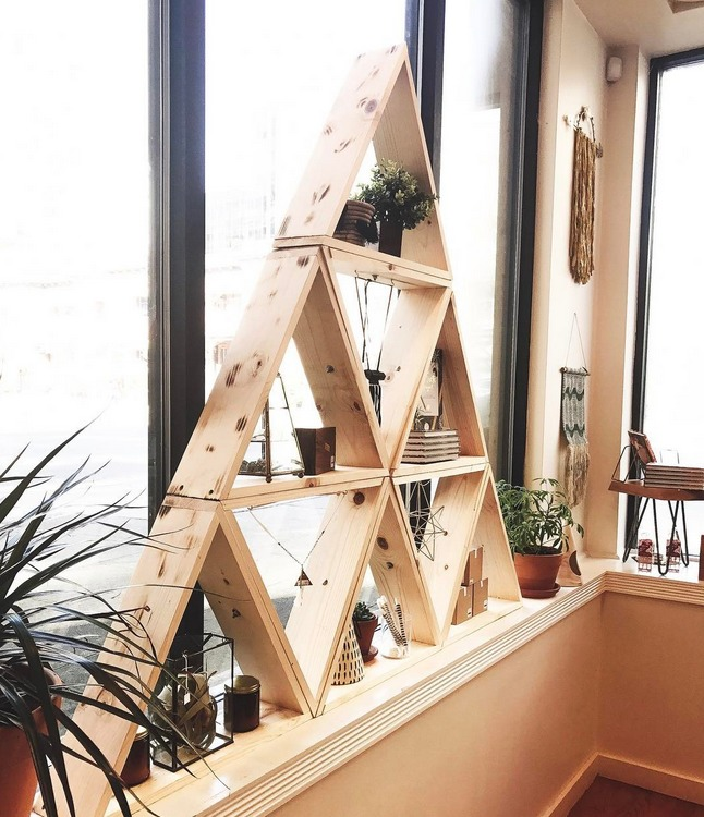 DIY pine triangle shelf made of multiple smaller ones (via www.poppytalk.com)